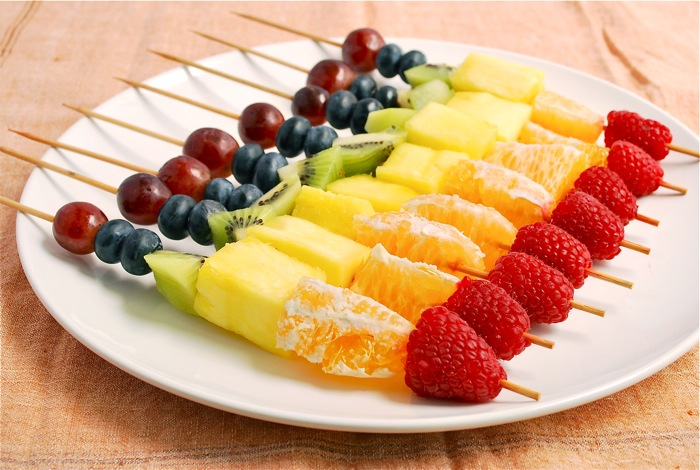 rainbow-fruit-skewers-2