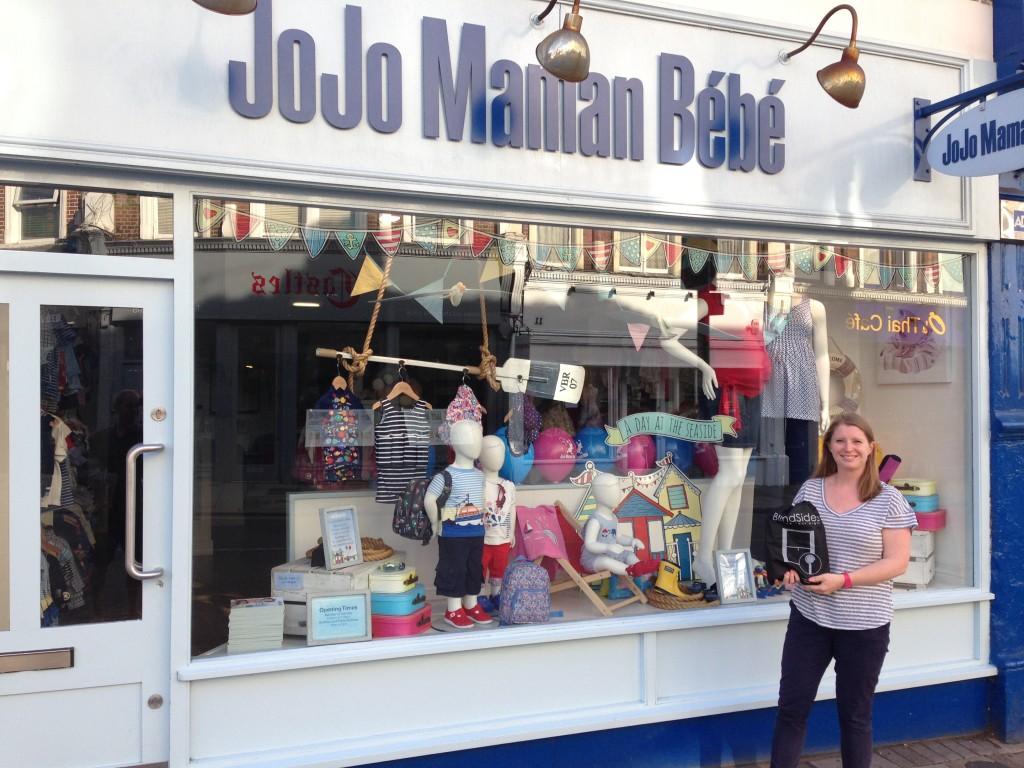 JL outside Jojo